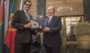 The Mayor of Porto Mr Rui Moreira presents His Highness the Aga Khan with the Keys to the City of Porto AKDN / 4See  2019-05-02